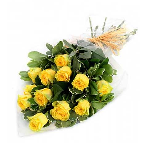 Unique Valentines Day Bunch of Twelve Yellow Roses for Special Ones